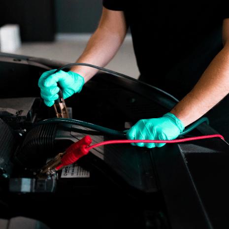 Intervention de décalaminage moteur à l'hydrogène sur un véhicule