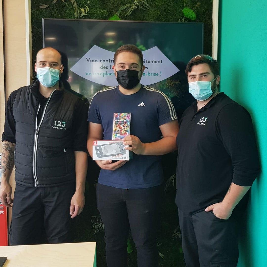 Client 123 Pare-Brise reçoit son pack Nintendo Switch + Mario Kart