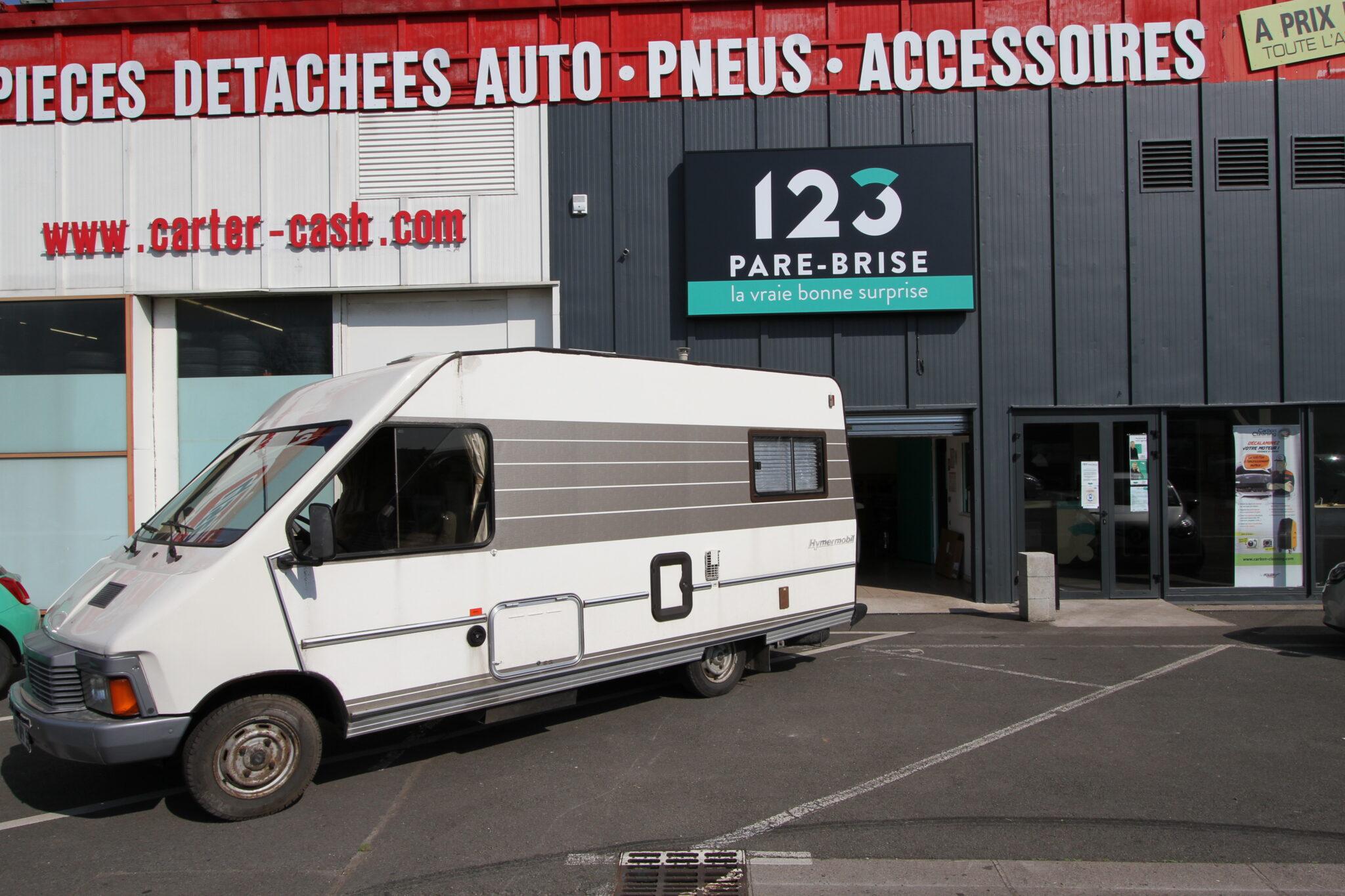 Remplacement du pare-brise d'un camping-car dans notre agence 123 Pare-Brise à Lomme.