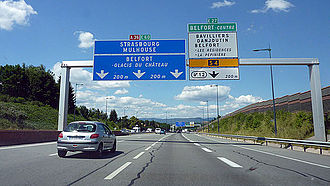 Quelle sont les différentes couleurs des panneaux d'autoroutes en France ?