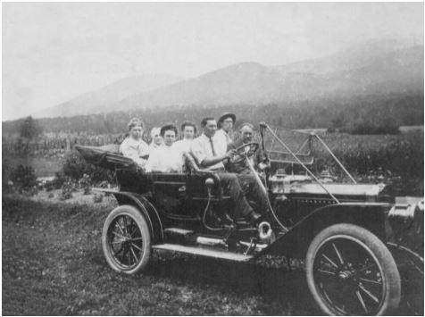 La Randolphe, première voiture sur laquelle se trouve un pare-brise.